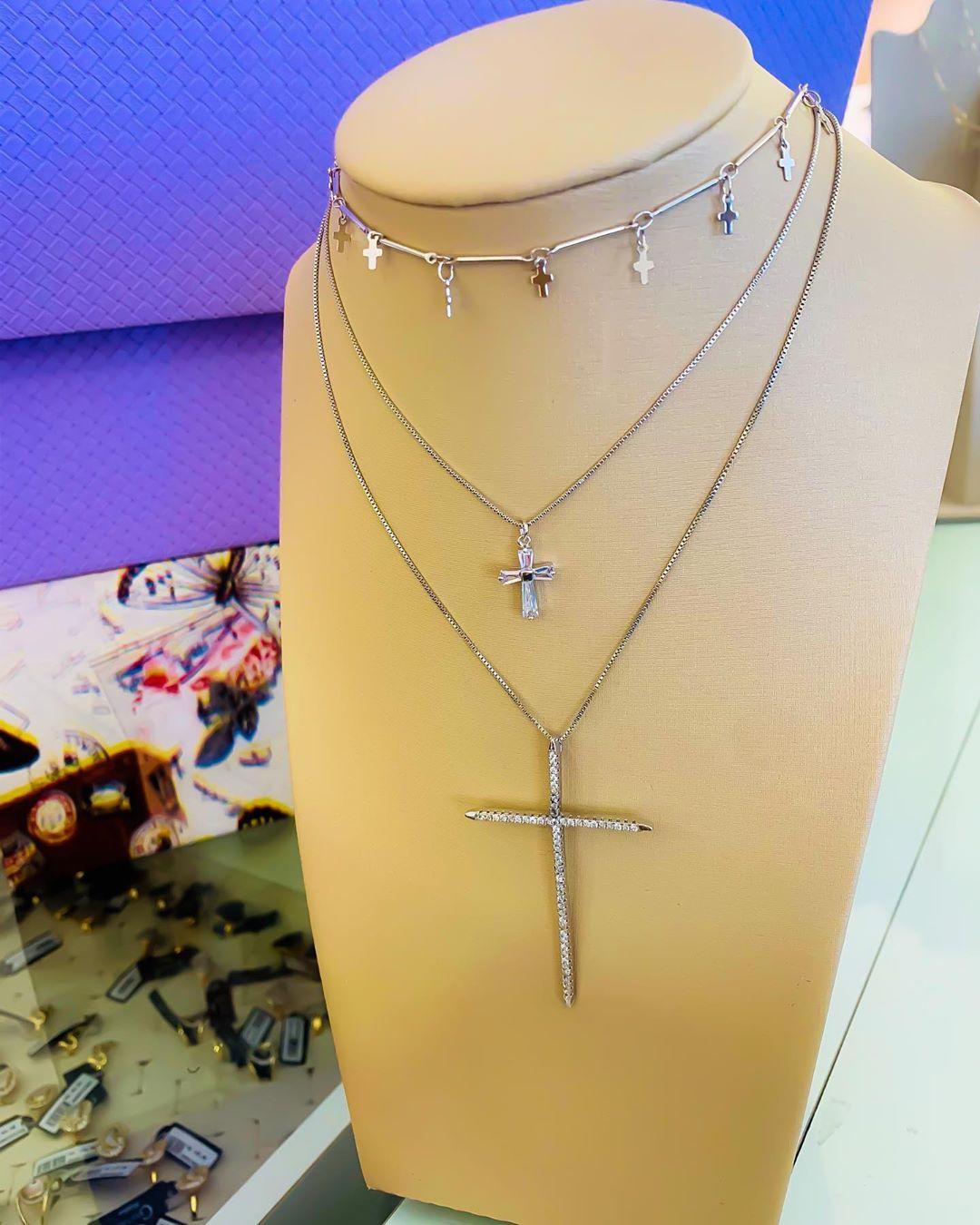 Colares variados cruz